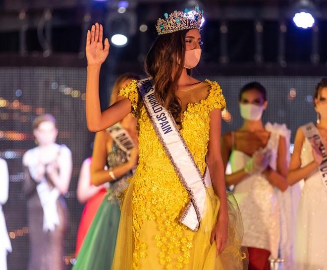 Chưa từng có trong lịch sử: Hoa hậu Tây Ban Nha 2020 đeo khẩu trang đăng quang, cuộc thi tổ chức đặc biệt vì dịch Covid-19 - Ảnh 3.