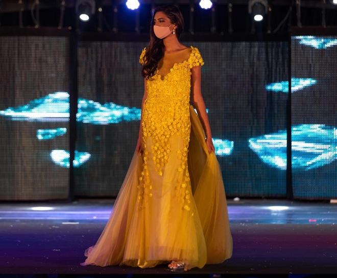 Chưa từng có trong lịch sử: Hoa hậu Tây Ban Nha 2020 đeo khẩu trang đăng quang, cuộc thi tổ chức đặc biệt vì dịch Covid-19 - Ảnh 4.