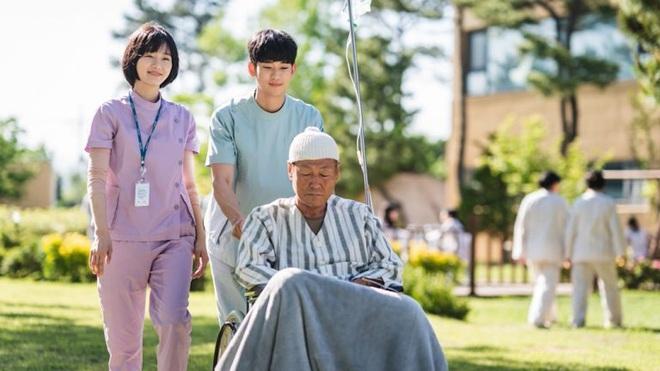8 sự thật có thể bạn chưa biết ở Điên Thì Có Sao: Kim Soo Hyun rung động thật trước thính của Seo Ye Ji đó! - Ảnh 12.