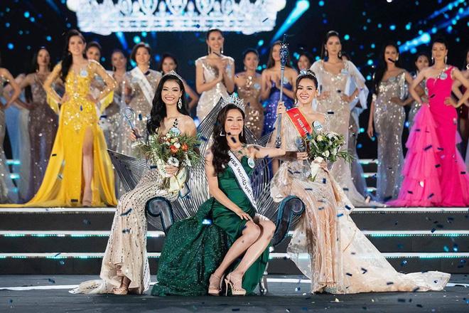 Lương Thuỳ Linh cùng 2 Á hậu kỷ niệm 1 năm đăng quang Miss World Việt Nam: Top 3 nay đã thay đổi ra sao? - Ảnh 2.