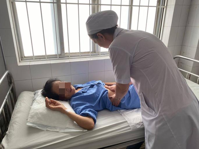 5 phút cứu sống bệnh nhân nôn 1 lít máu đỏ tươi bằng kỹ thuật mới - Ảnh 3.
