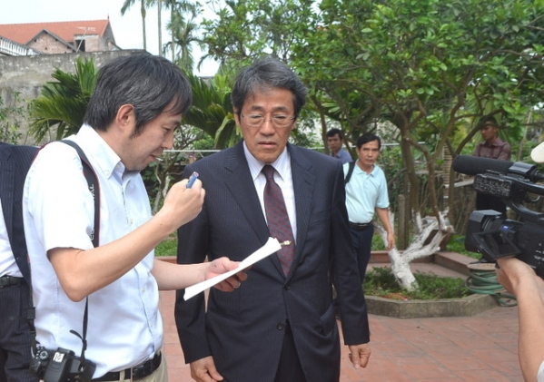 Đại sứ Nhật Bản đến gia đình bé gái người Việt bị sát hại nói lời xin lỗi