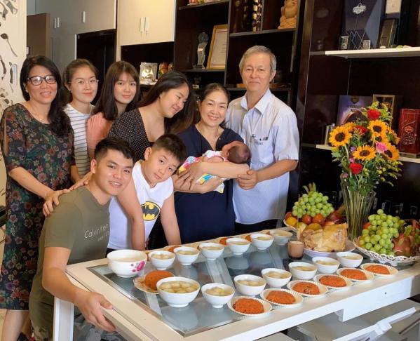vo-chong-le-phuong-to-chuc-tiec-day-thang-cho-con-gai-thu-2-493d79