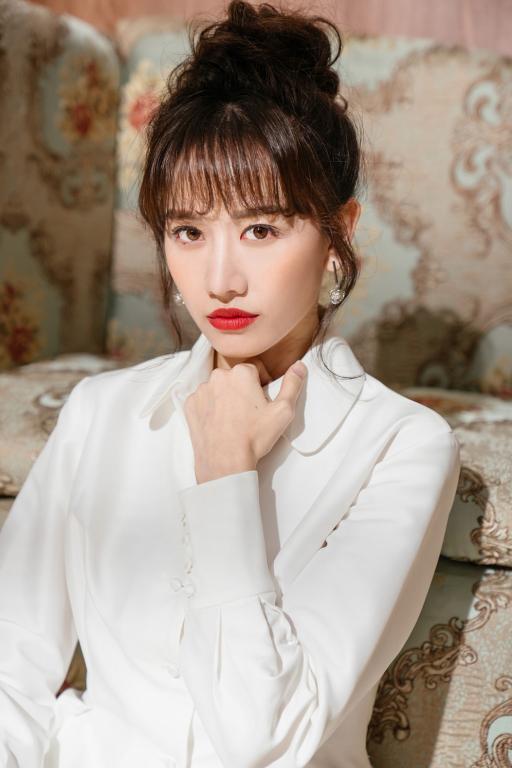hari-won-khoe-nhan-sac-ngay-cang-thang-hang-va-rang-ro-a2a534