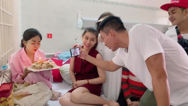 mai_phuong_don_sinh_nhat_trong_benh_vien4_kikf