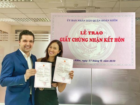 phuong-mai-dang-ky-ket-hon-voi-chong-tay-sau-hon-2-thang-sinh-con-1 - Copy