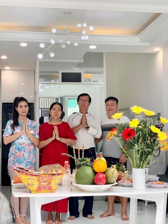 vo-chong-kha-ly---thanh-duy-don-ve-can-nha-5-tang-moi-vua-xay-xong-6ee-5145834