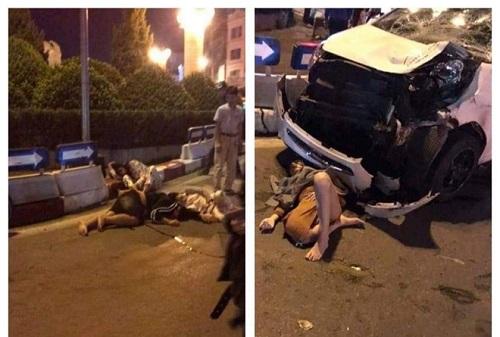 Xe máy chở 4 người va chạm mạnh với ô tô, 3 người trọng thương - Ảnh 1.