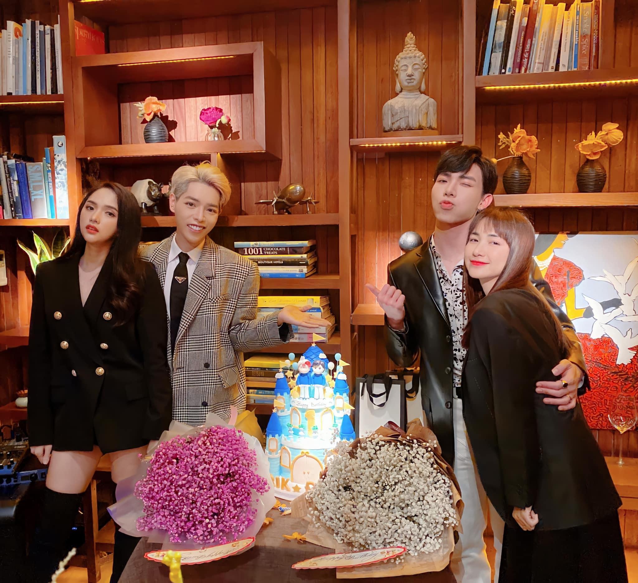 Hương Giang, Hòa Minzy tới mừng sinh nhật Erik và Đức Phúc.