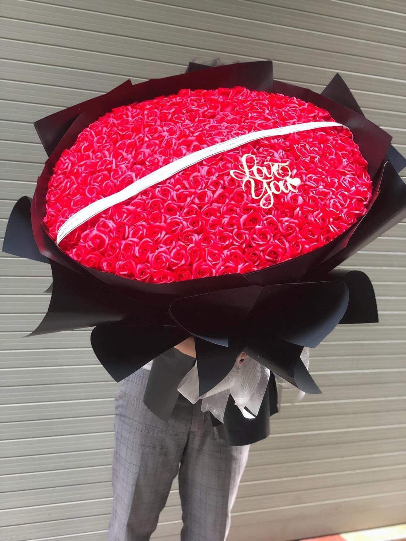 Ngày đi làm, đêm bó hoa sáp: Cặp vợ chồng trẻ kiếm chục triệu mỗi ngày - Ảnh 3.