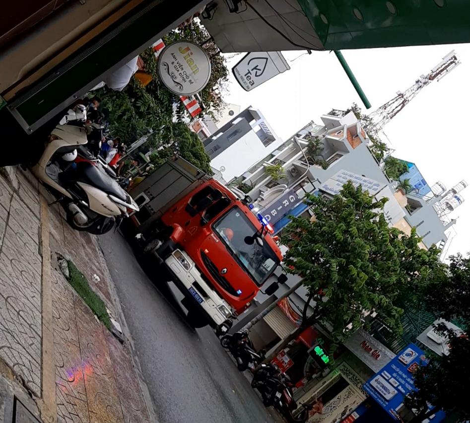 Khởi tố cô gái 24 tuổi dọa nổ bom, cướp 2,1 tỷ đồng chi nhánh ngân hàng ở Sài Gòn rồi đi sắm kim cương - Ảnh 2.
