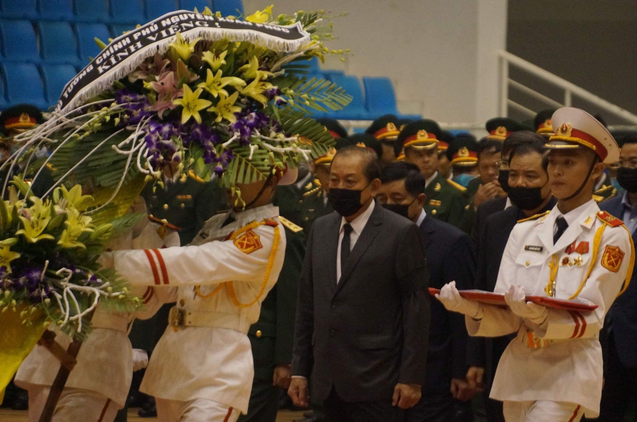 Những dòng sổ tang xúc động tại lễ viếng 22 liệt sĩ hy sinh ở Quảng Trị - Ảnh 1.