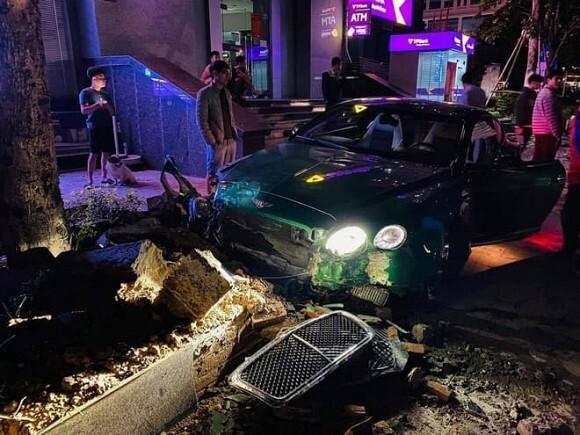 Xe khách đâm nhiều xe máy đang dừng chờ đoàn xe tang chở liệt sỹ Đoàn 337, người bị thương - Ảnh 2.