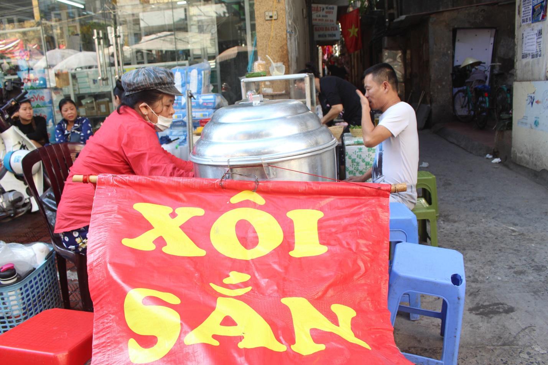 """Kỳ lạ món ăn độn nhà nghèo thời bao cấp, thành đặc sản """"xếp hàng"""" ở Hà Nội - Ảnh 9."""