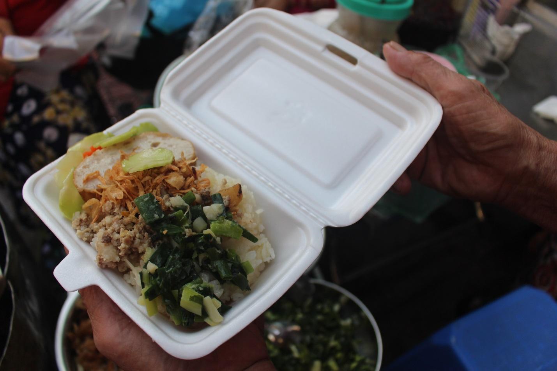 """Kỳ lạ món ăn độn nhà nghèo thời bao cấp, thành đặc sản """"xếp hàng"""" ở Hà Nội - Ảnh 11."""