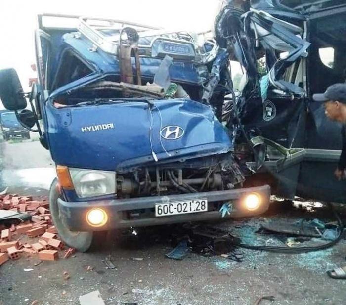 Xe tải đối đầu với xe khách, 2 tài xế thương vong  - Ảnh 2.