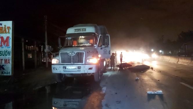 Xe tải đối đầu với xe khách, 2 tài xế thương vong  - Ảnh 5.