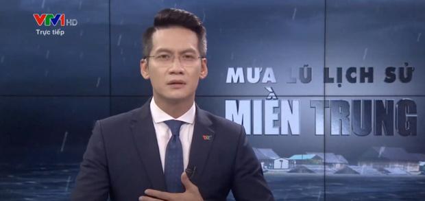 BTV của VTV nói về giây phút xúc động gây gián đoạn chương trình phát sóng trực tiếp về mưa lũ miền Trung - Ảnh 1.