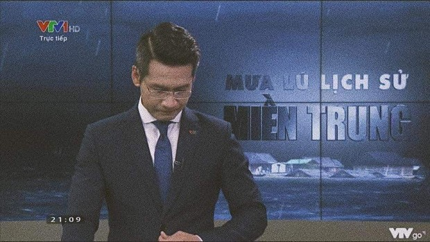 BTV của VTV nói về giây phút xúc động gây gián đoạn chương trình phát sóng trực tiếp về mưa lũ miền Trung - Ảnh 3.