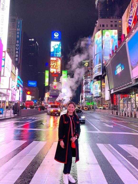Kaity Nguyễn theo đuổi hình tượng quyến rũ, Hải Băng tung ảnh gia đình hạnh phúc - Ảnh 3.