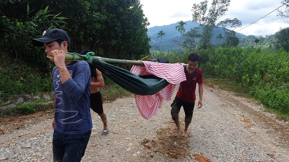 Nóng: Những hình ảnh đầu tiên từ tâm vụ sạt lở kinh hoàng Trà Leng khiến hàng chục người mất tích - Ảnh 7.