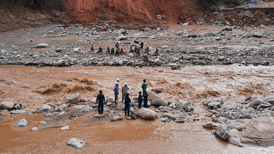 200 công nhân thuỷ điện ở Quảng Nam mắc kẹt, kêu cứu khẩn cấp - Ảnh 2.