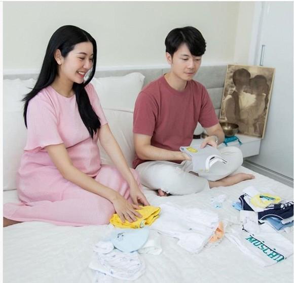 Ngọc Trinh khoe nhan sắc hack tuổi, Mỹ Linh đăng ảnh chụp '3 thế hệ' trong nhà - Ảnh 5.