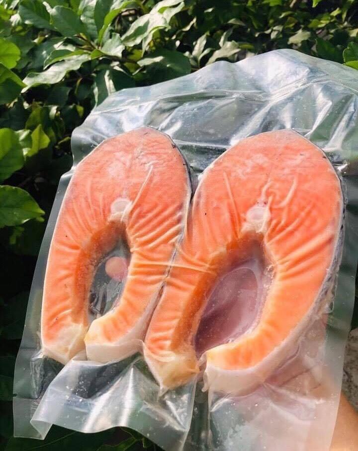 Sự thật nguồn gốc cá hồi siêu rẻ bán khắp chợ - Ảnh 2.