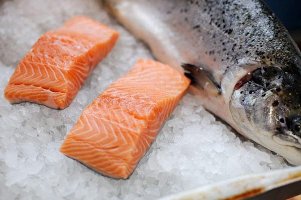Sự thật nguồn gốc cá hồi siêu rẻ bán khắp chợ - Ảnh 4.