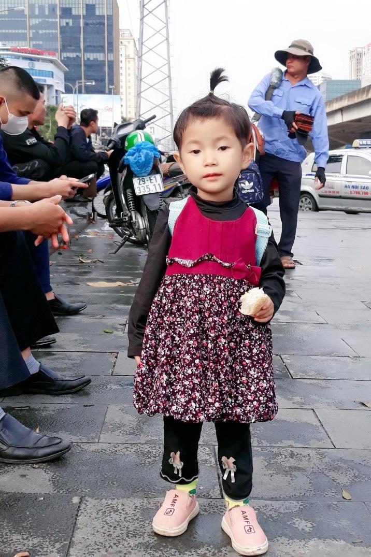 Cuộc sống không âm thanh của cô bé dân tộc Cao Lan - Ảnh 2.