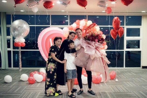 Nhã Phương gây choáng với vòng eo siêu nhỏ, Trương Ngọc Ánh diện đồ đôi cùng con gái trong sinh nhật - Ảnh 3.