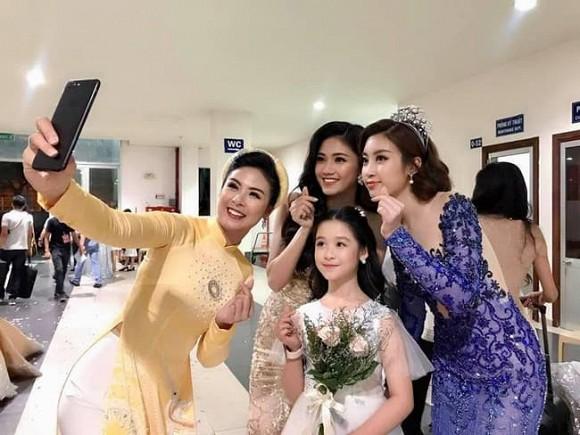 Hoàng Thùy Linh gây sốt với loạt ảnh hậu trường, Trương Ngọc Ánh  - Trần Bảo Sơn mở tiệc sinh nhật con gái - Ảnh 4.