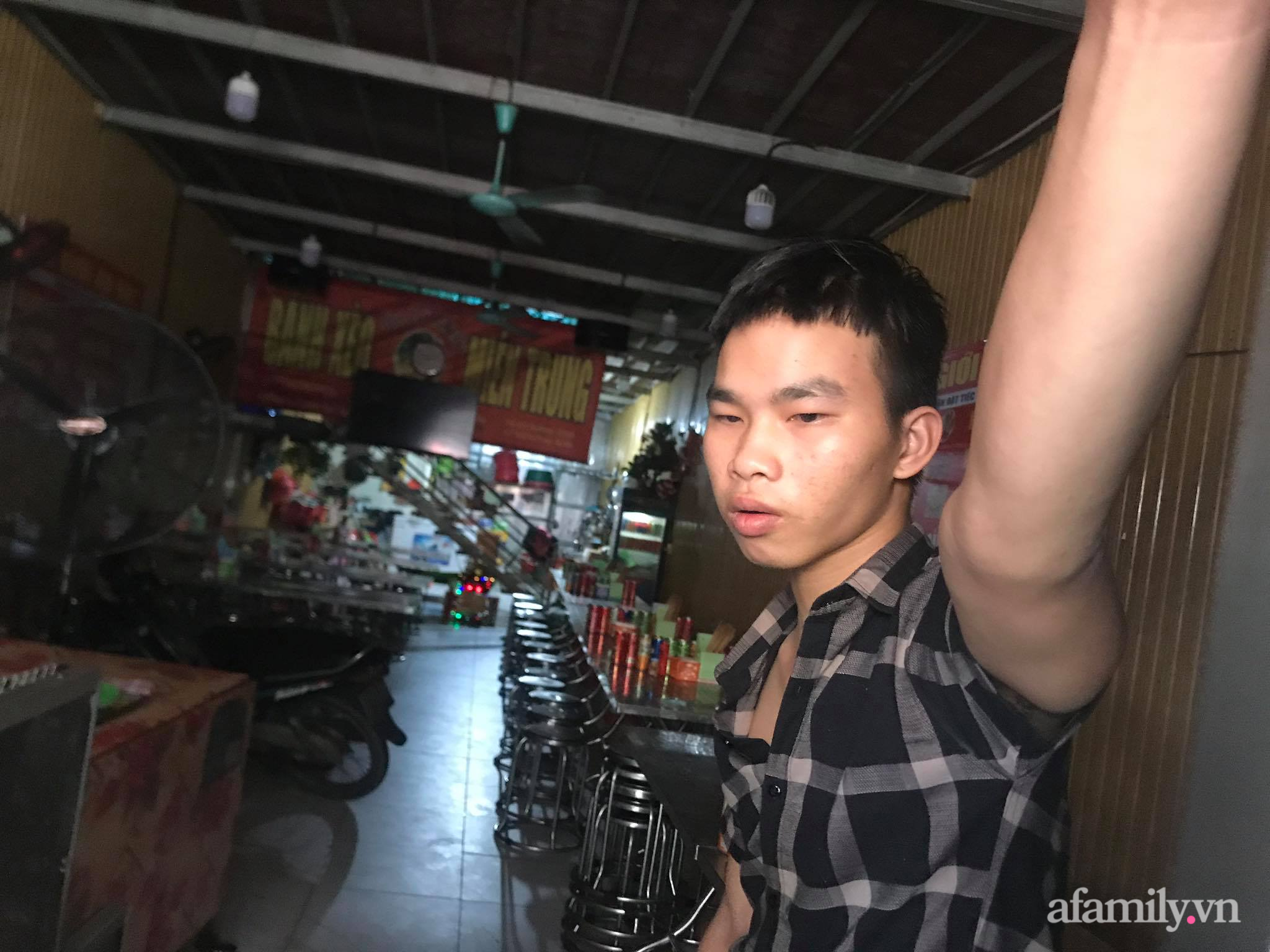 Xót xa hoàn cảnh của cậu bé bị nữ chủ quán bánh xèo hành hạ dã man ở Bắc Ninh: Mẹ mất sớm, bố bị bệnh tâm thần không người chăm sóc - Ảnh 5.