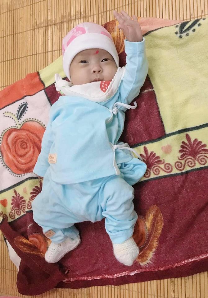 """Hành trình sống kỳ diệu của """"bé Ốc"""" cân nặng nhỏ nhất hiện tại Việt Nam ở chỉ 480g - Ảnh 2."""