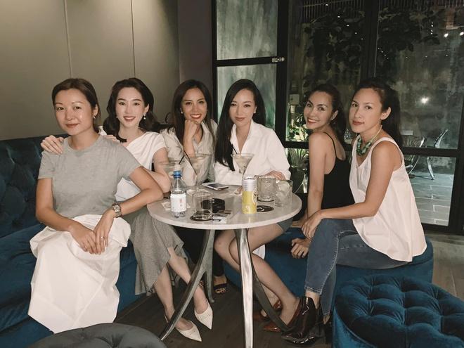 """Tăng Thanh Hà và Đặng Thu Thảo """"nổi bần bật"""" trong tiệc gia đình hào môn, nhan sắc 2 nàng dâu nhà giàu khiến Linh Rin bị lu mờ - Ảnh 3."""