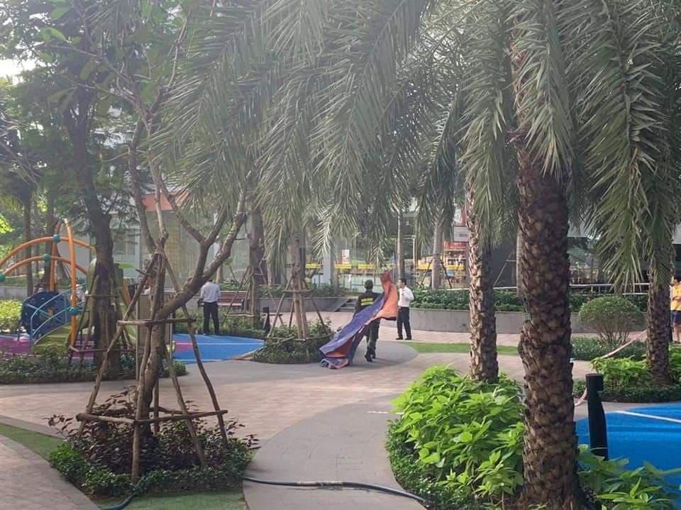Người phụ nữ tử vong khi rơi từ tầng cao chung cư trong khu đô thị ở Sài Gòn - Ảnh 2.