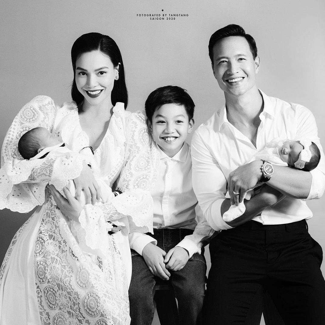 Hồ Ngọc Hà khoe khoảnh khắc cực ngọt ngào bên Kim Lý và cặp song sinh - Ảnh 3.