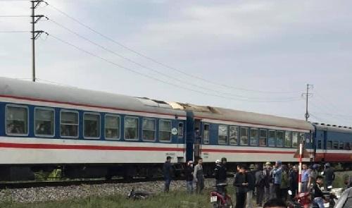 Tin TNGT ngày 29/11: Xe khách 16 chỗ bất ngờ tông vào đuôi xe đầu kéo, 8 người nhập viện - Ảnh 7.