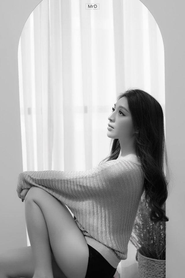 Top 10 Hoa hậu Việt Nam 2018 - Lê Thanh Tú khoe đường cong nóng bỏng trong bộ ảnh đen trắng - Ảnh 4.
