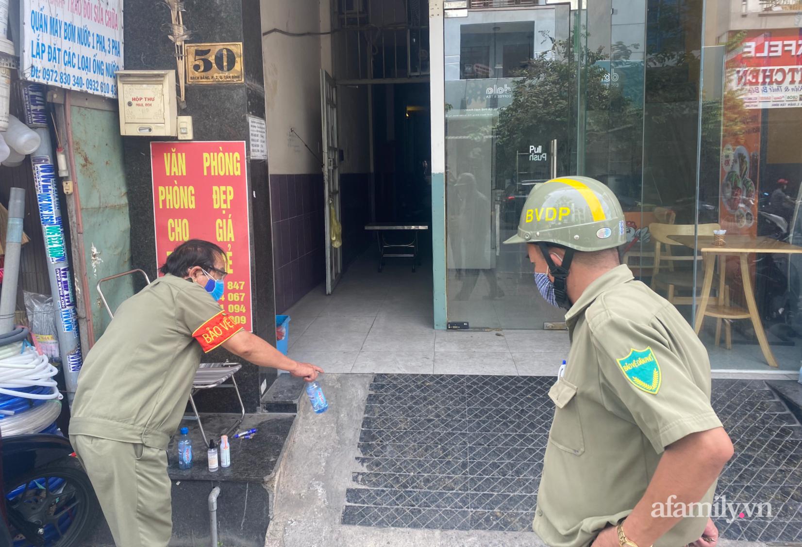TP.HCM đóng cửa quán cà phê, karaoke, khu cách ly tiếp viên Vietnam Airlines liên quan đến 2 ca nhiễm COVID-19, tổ chức họp khẩn - Ảnh 6.