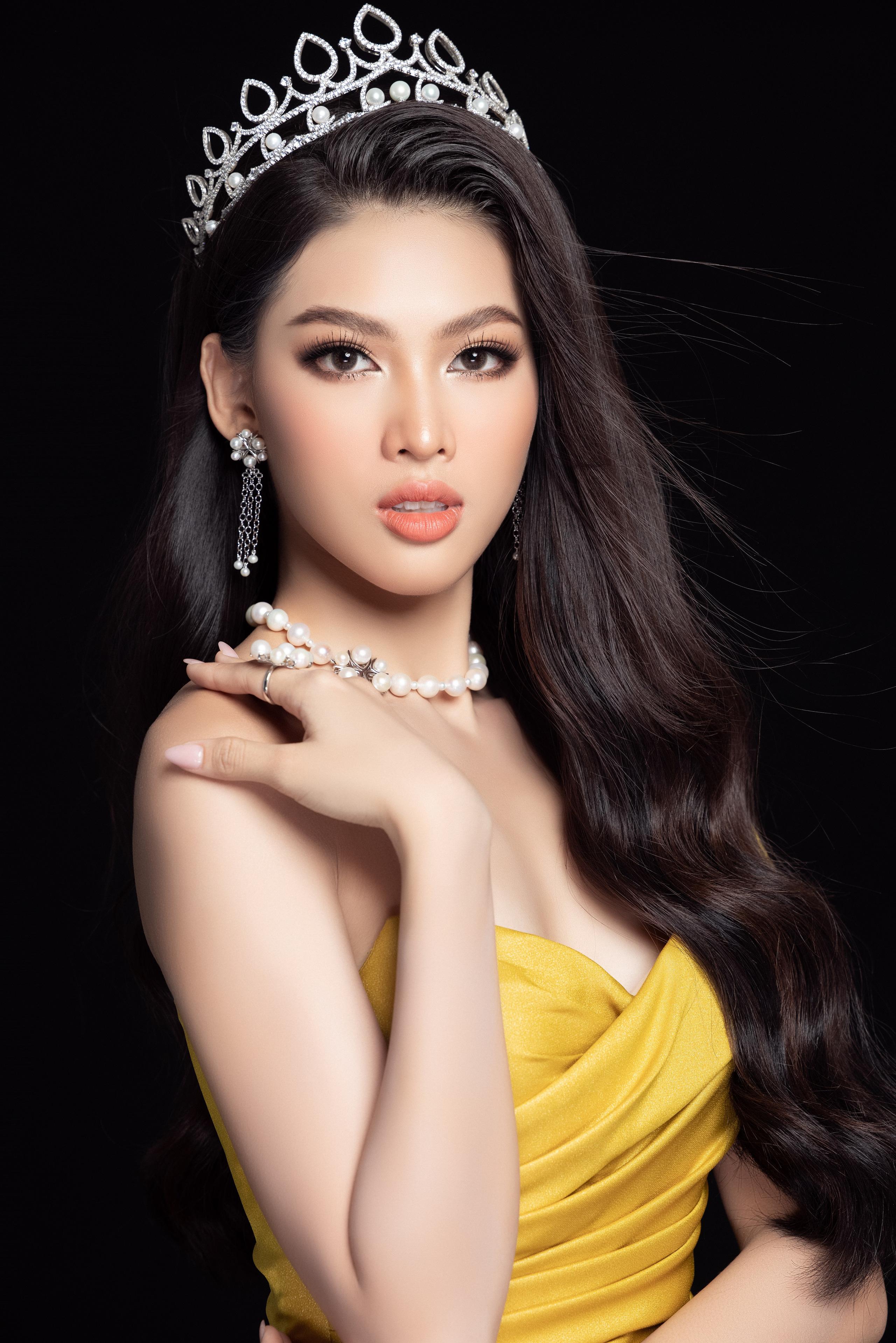 Soi nhan sắc Hoa hậu Đỗ Thị Hà và 2 Á hậu sau một tháng đăng quang - Ảnh 14.