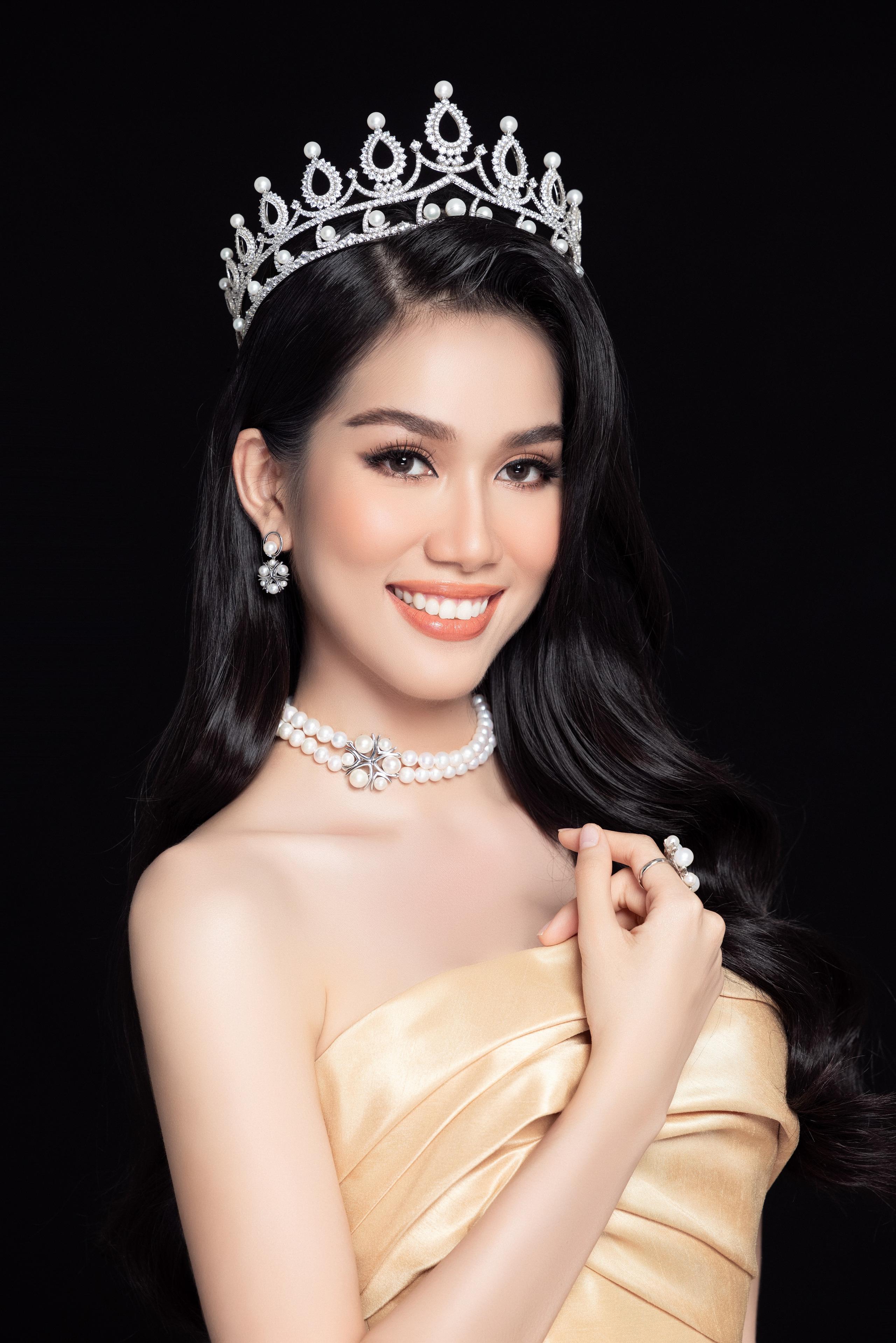 Soi nhan sắc Hoa hậu Đỗ Thị Hà và 2 Á hậu sau một tháng đăng quang - Ảnh 11.