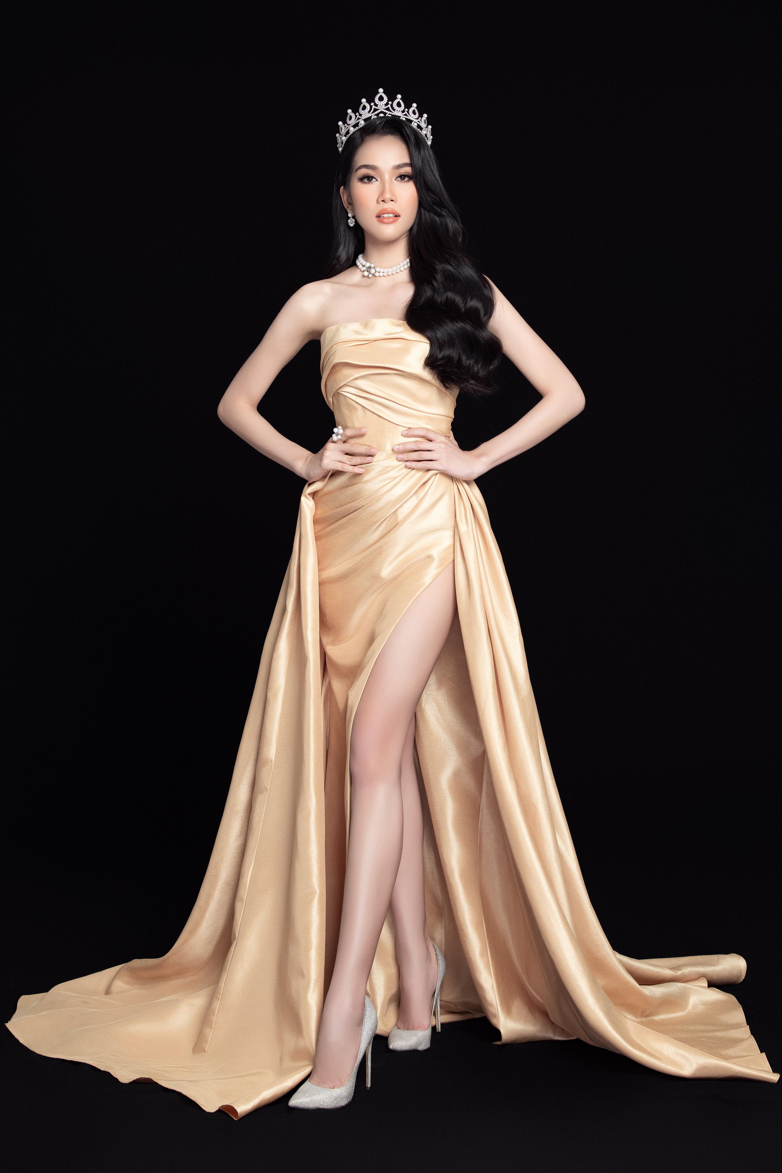Soi nhan sắc Hoa hậu Đỗ Thị Hà và 2 Á hậu sau một tháng đăng quang - Ảnh 10.