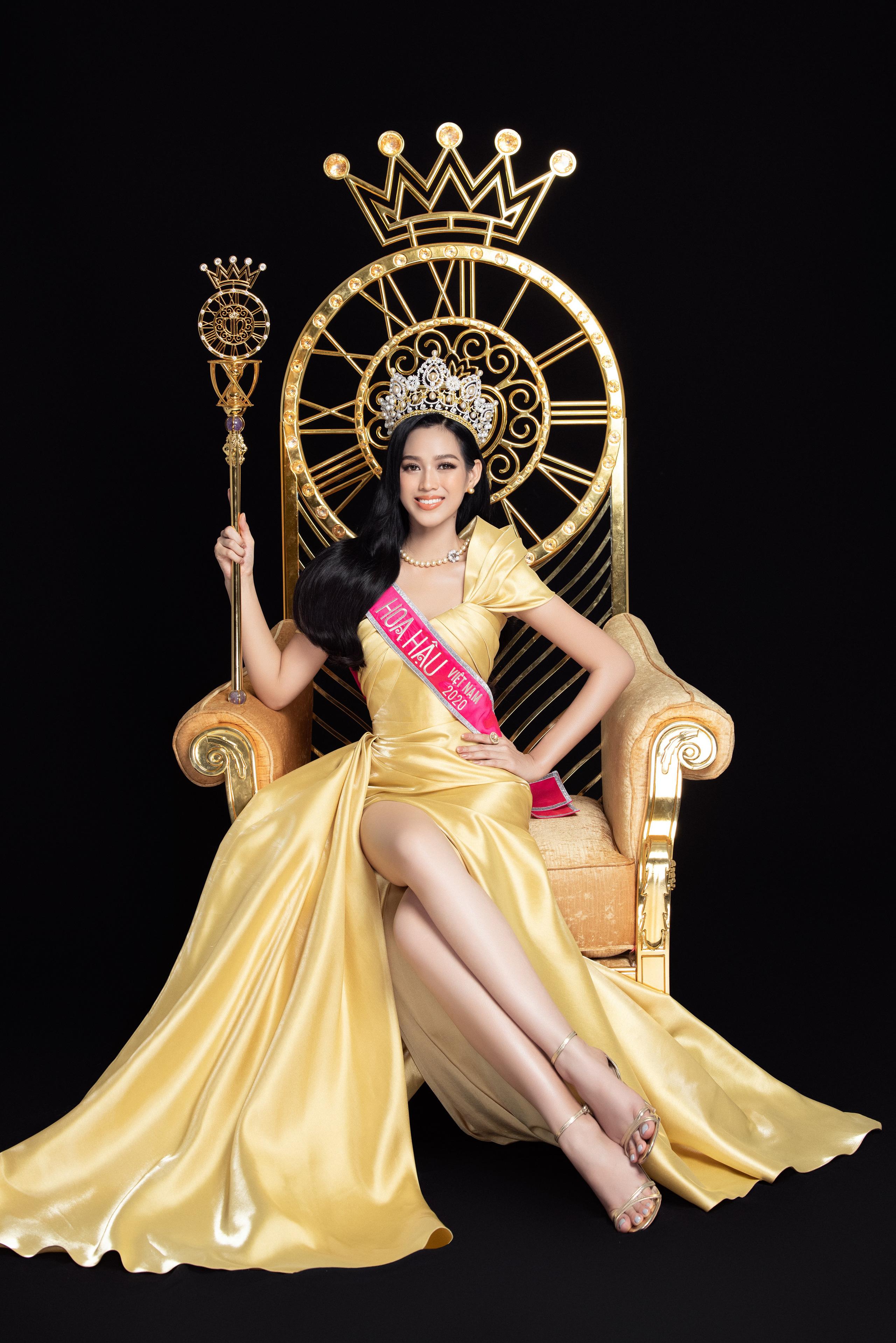 Soi nhan sắc Hoa hậu Đỗ Thị Hà và 2 Á hậu sau một tháng đăng quang - Ảnh 4.