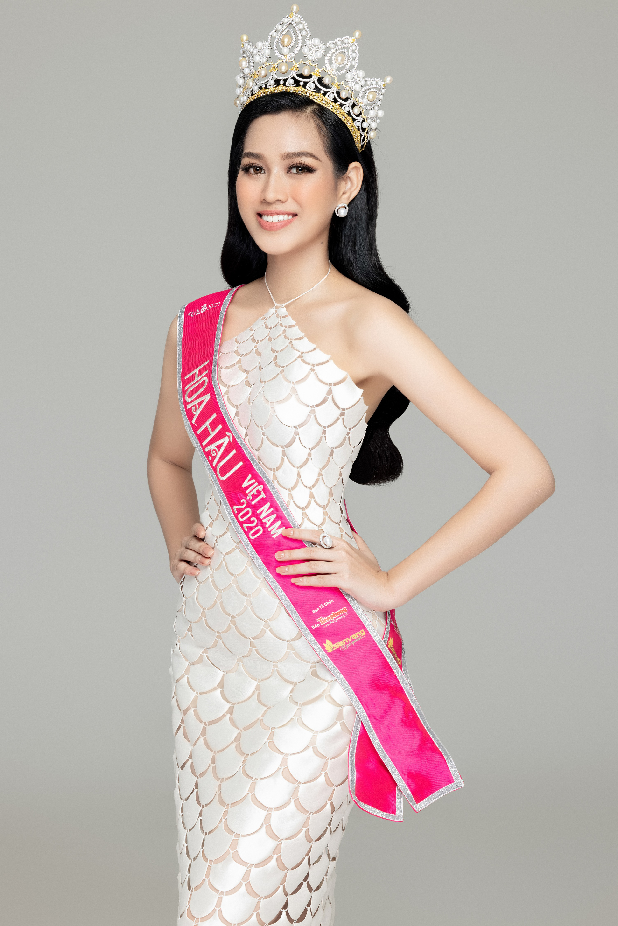 Soi nhan sắc Hoa hậu Đỗ Thị Hà và 2 Á hậu sau một tháng đăng quang - Ảnh 9.