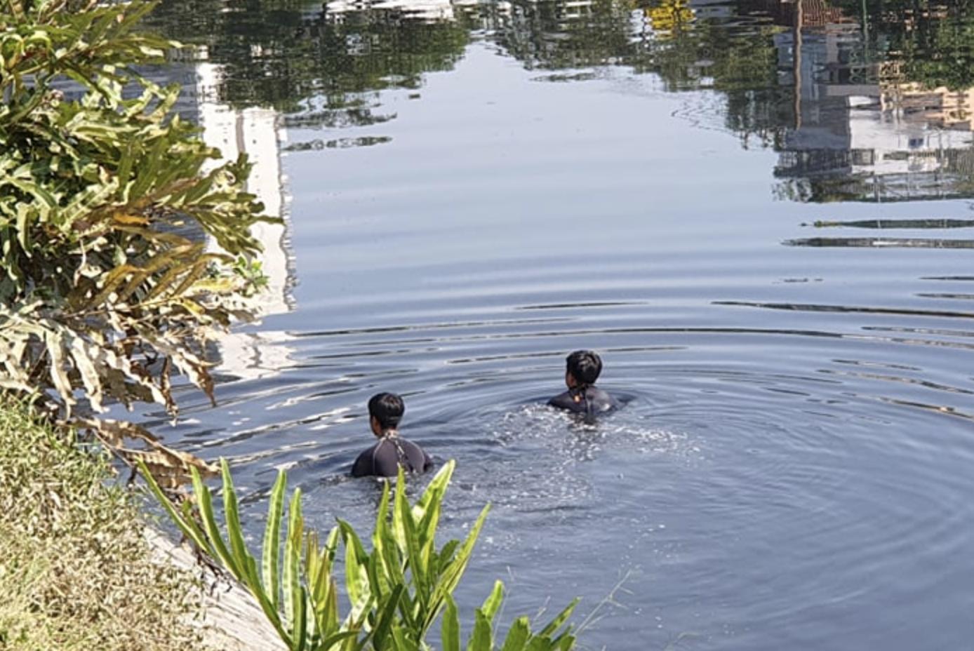 TP.HCM: Người đàn ông có vợ con leo ra lan can nhảy xuống dòng nước kênh Tàu Hủ đen ngòm rồi mất tích - Ảnh 1.