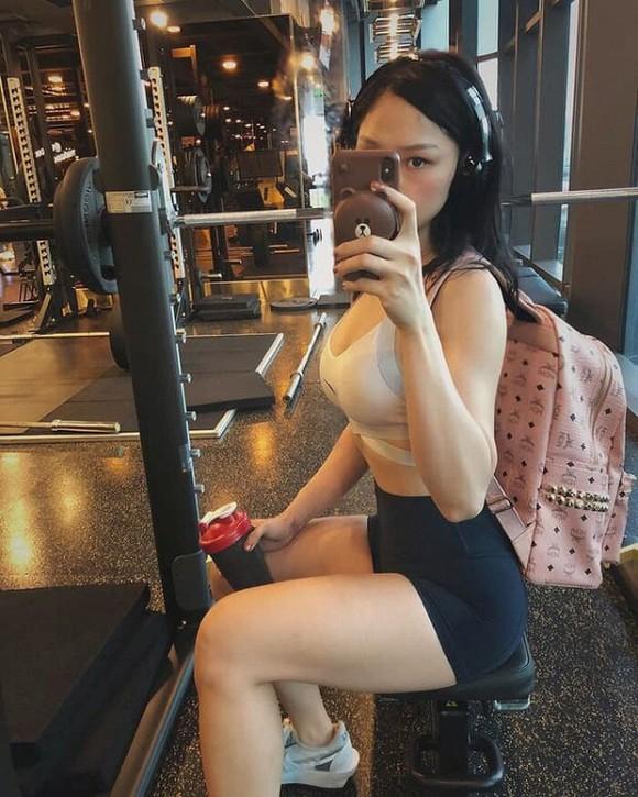 Phạm Hương khoe thân hình đầy đặn, Như Quỳnh 'gây sốt' khi đăng ảnh bên con gái - Ảnh 5.