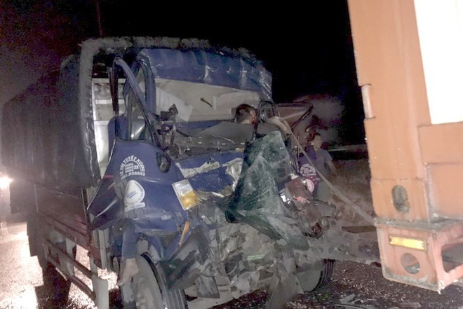Va chạm với xe container, 2 thanh niên đi xe máy tử vong thương tâm  - Ảnh 2.