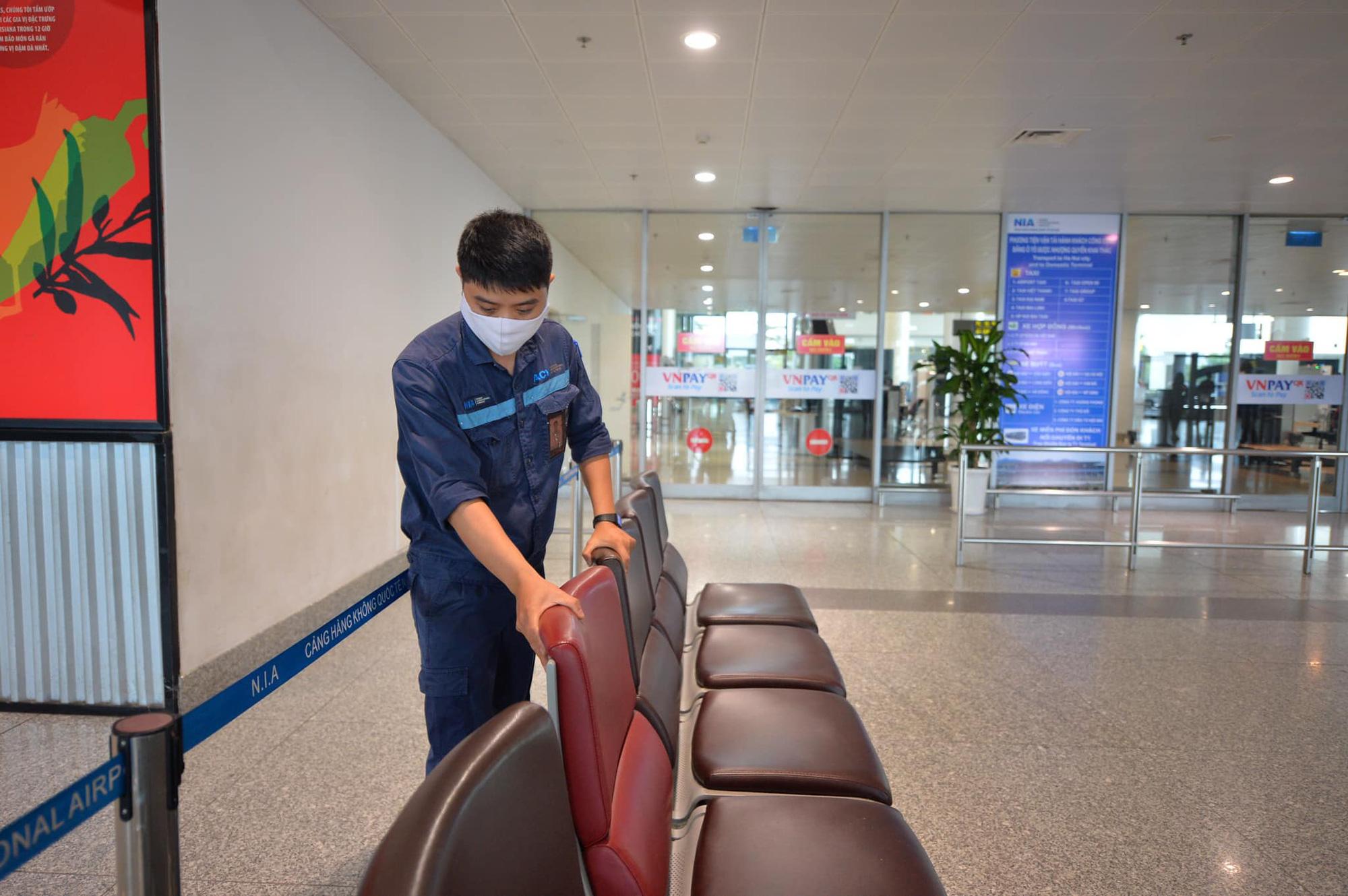 Chuyến bay thương mại quốc tế đầu tiên về Việt Nam của ngành hàng không Việt sau thời gian dài bị ảnh hưởng bởi Covid-19 - Ảnh 1.