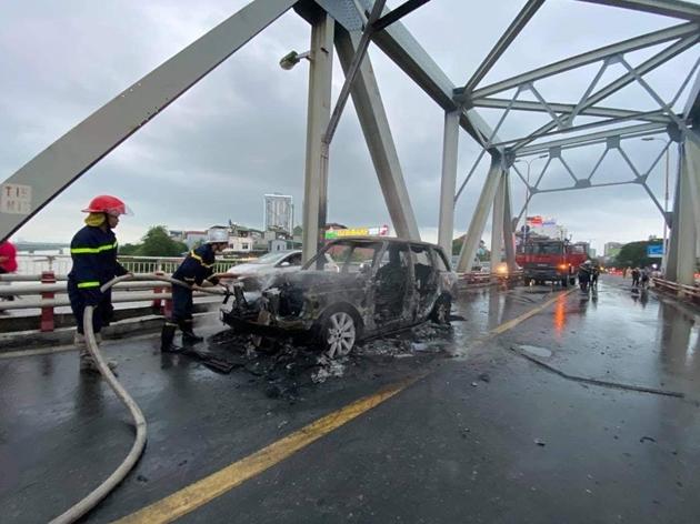 Nhiều vụ tai nạn giao thông nghiêm trọng xảy ra trong ngày cuối tuần - Ảnh 4.